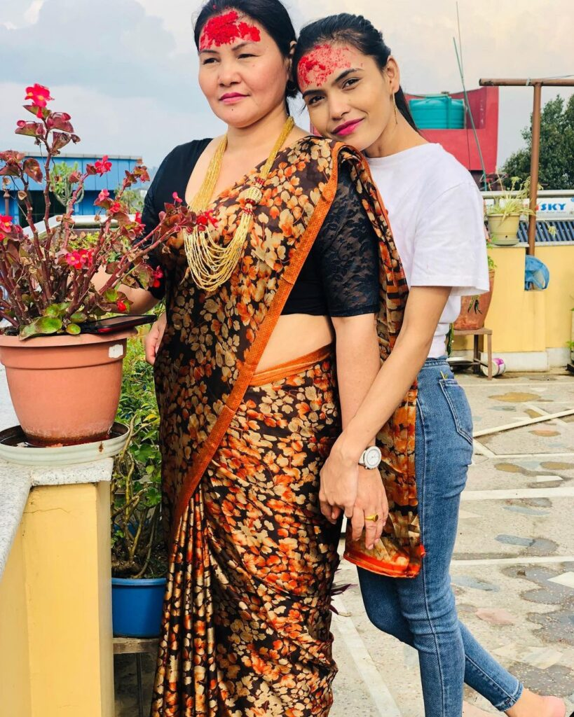 indu malla with her mother